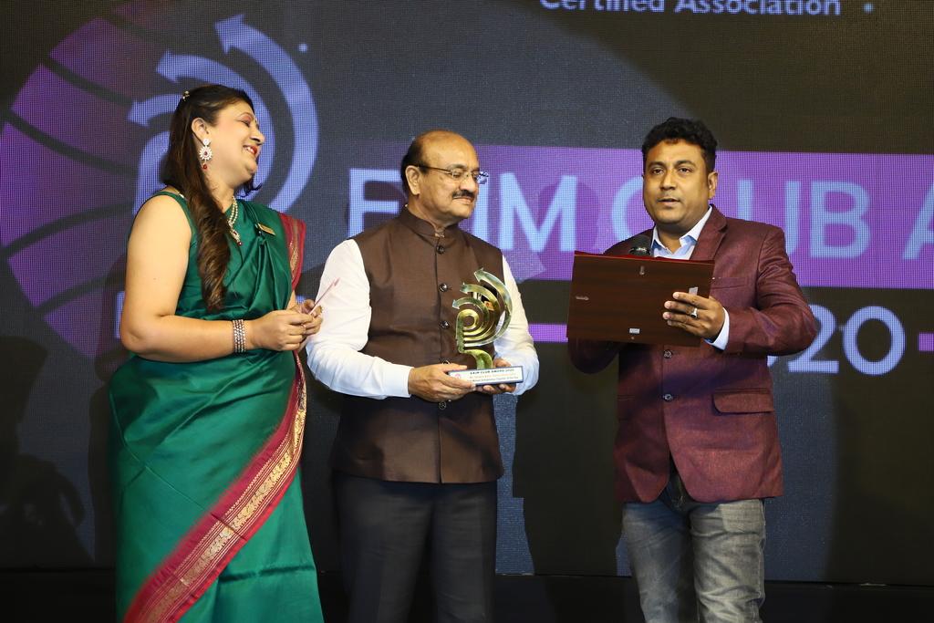 Best-Women-Entrepreneur-Exporter-of-the-year_Easy-Resize.com_